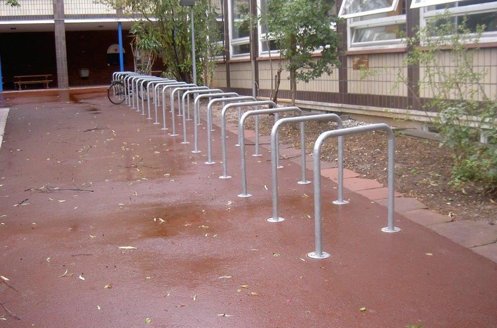 Fahrradständer im Schulhof
